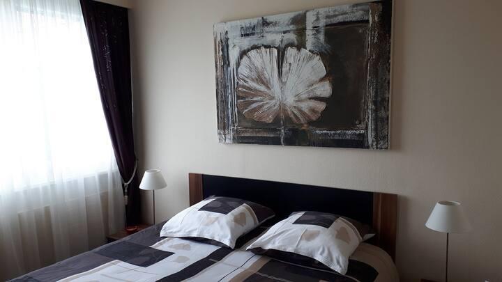 """Chambres d'hôtes - Les Petites Chambres de la Bleue Maison, (Coeuve), Bed & Breakfast """"Les Boutons d'or"""", (Coeuve), 1-2 pers., 1 room"""