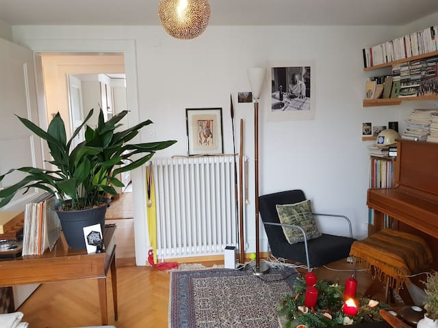 City centre flat with piano in pedestrian zone