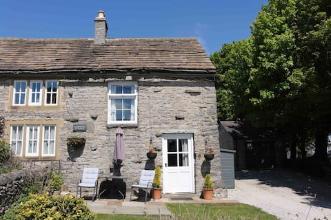 Townend Holiday Cottage - Cosy Countryside Retreat
