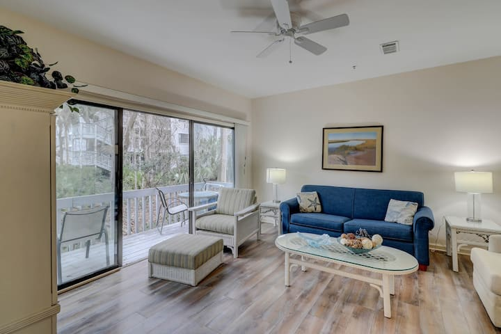 Dog-friendly condo w/ shared pool & tennis, wooded balcony - close to the beach!
