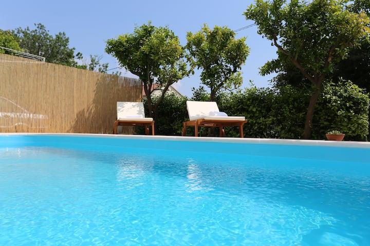 Villa Roso -apartment ,top floor, terrace & pool
