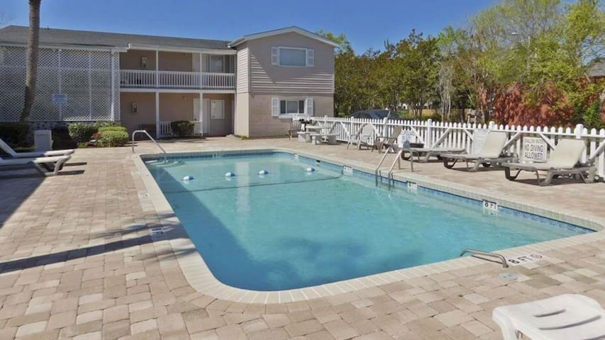 2 Blocks from Beach!  Sun, Sand & Pool!  NEW!