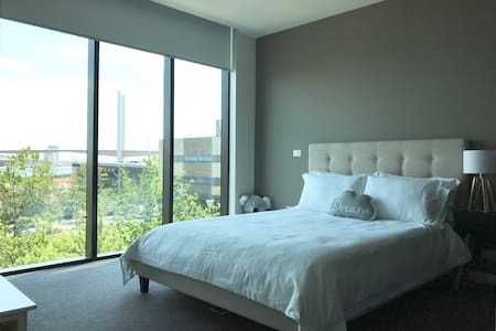 waterfront and park views spacious master room - Melbourne
