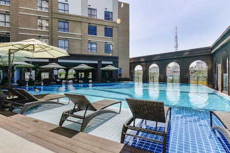 Luxury apartment 2BRs near airport, free Pool, Gym