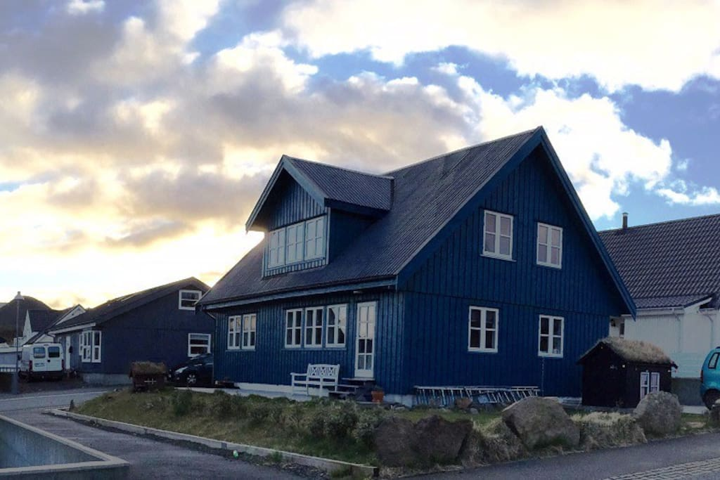 The house in Gortrugøta 34. ( color: blue/green
