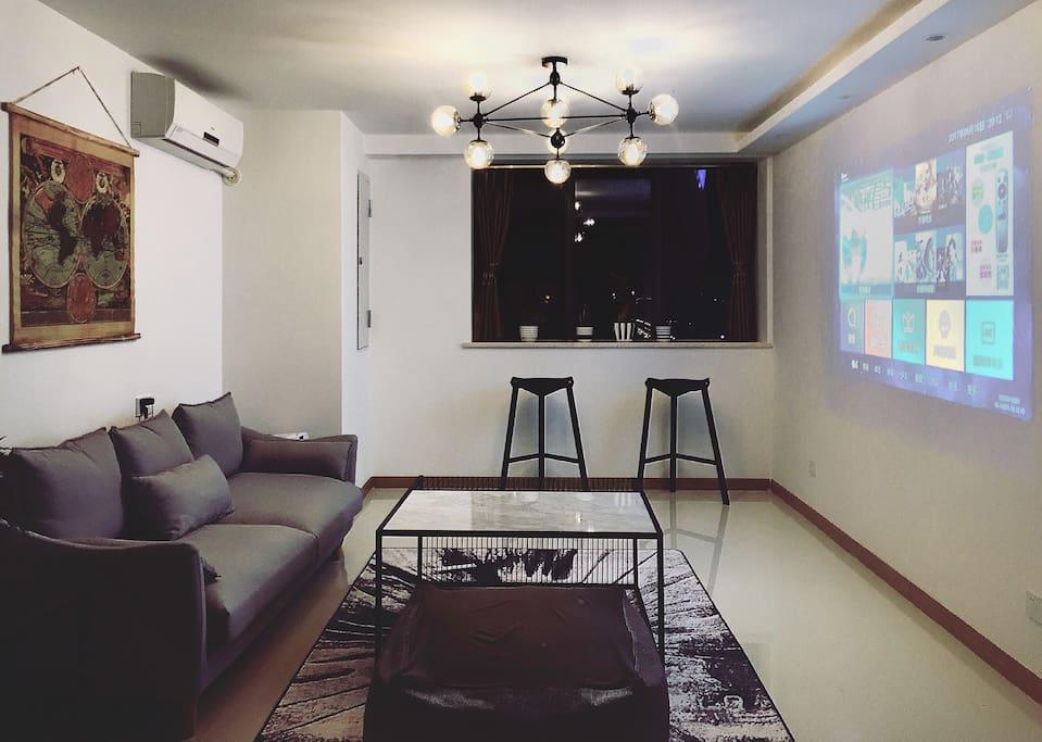 客厅 全新投影仪 大理石茶几及羽绒沙发