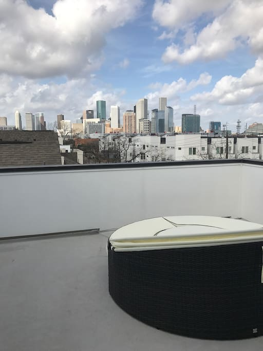 4th story rooftop deck with downtown view