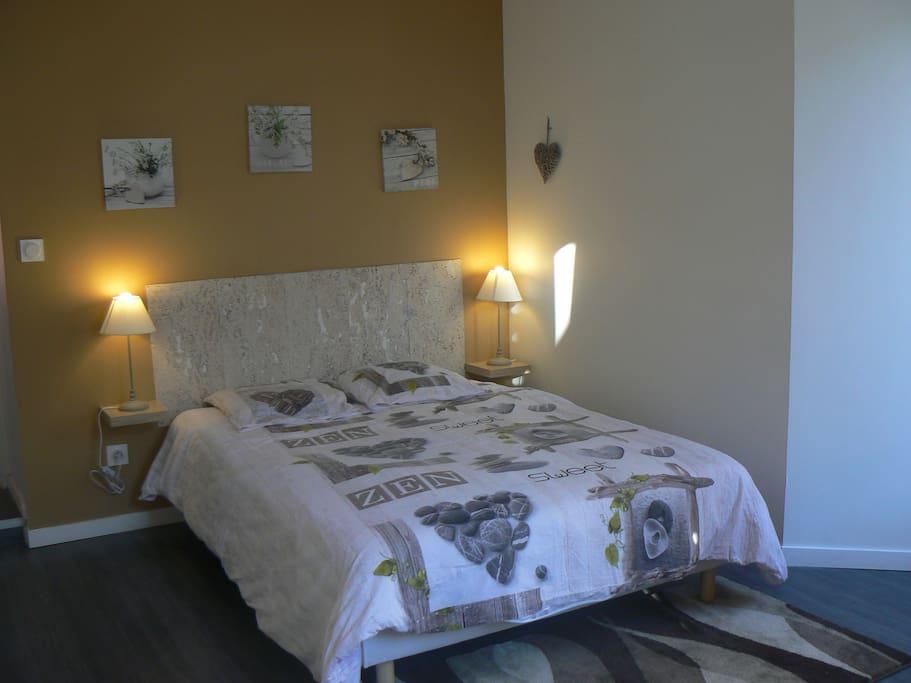 autre photo de la chambre .