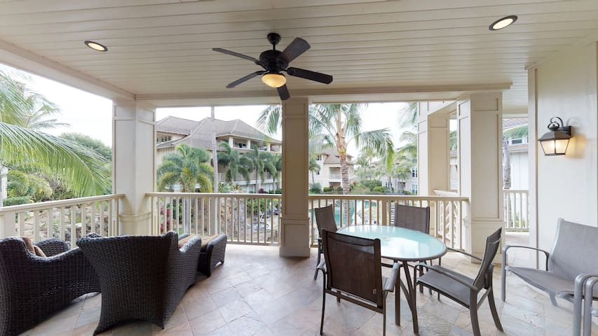 Luxury 3BD/3BA Villa! Pool, Hot Tub & A/C!