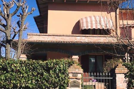 Camera in splendida villetta a schiera collinare - Cadiroggio - タウンハウス