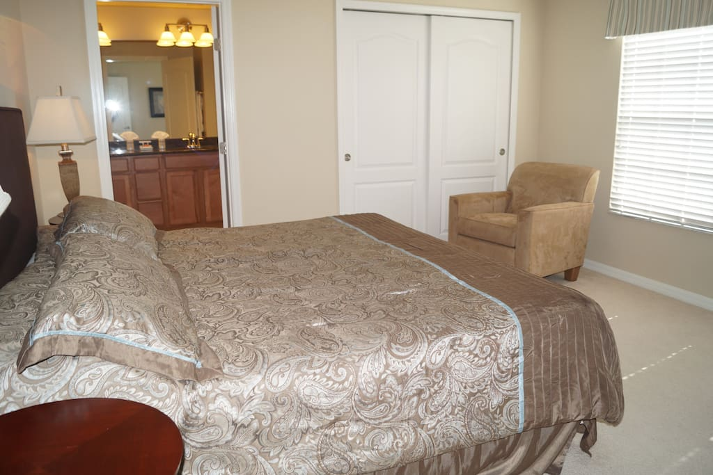 Masterbedroom, king size bed