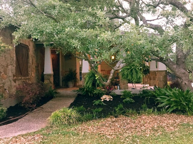Chateau Amistad - No extra charges - Pet friendly