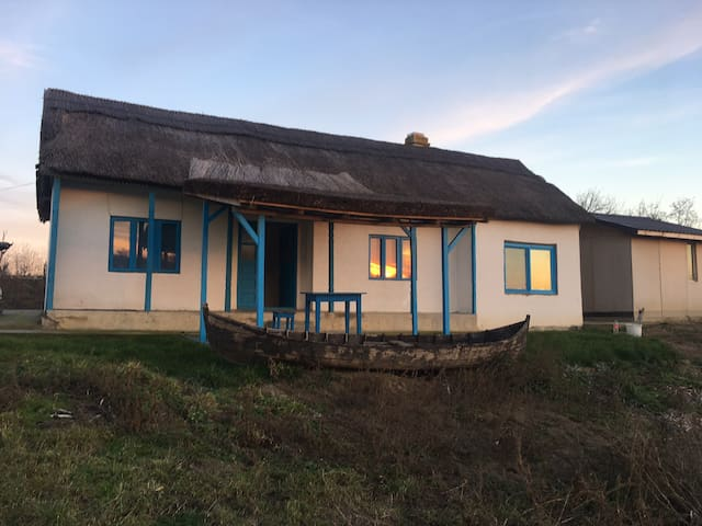 Casa CalicaLake Danube Delta entire property