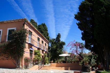 Gran hacienda señorial en Málaga - La Cala del Moral
