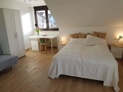 SUPER Apartment mit Bad, Küche & Balkon! Uniklinik