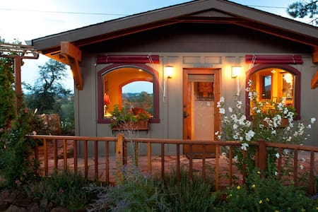 Lovely, elegant guest house/cottage - Prescott