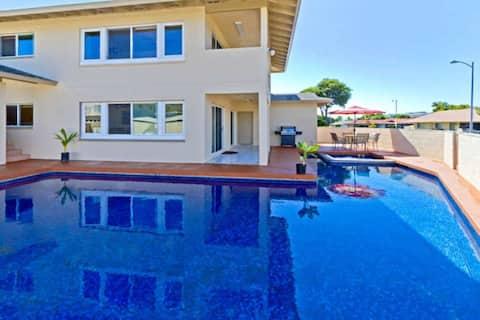 Hawaii Kai 7-Bedroom Pool Home with Views!