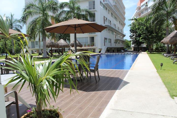 Condo near the Beach( WiFi, sky tv , pool )