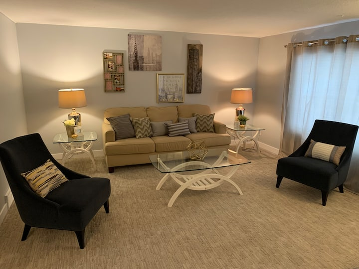 Main Floor Suite Great for a Family - 3 Bedrooms