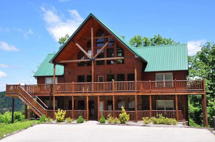 Luxury Cabin!!  5br/5bWilderness Call - Pigeon Forge