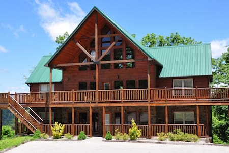 Luxury Cabin!!  5br/5bWilderness Call - Pigeon Forge - Stuga