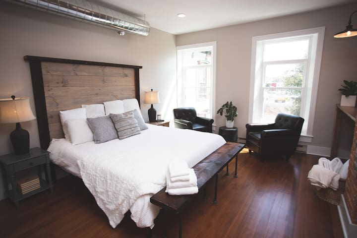 Penthouse Luxurious King Bed