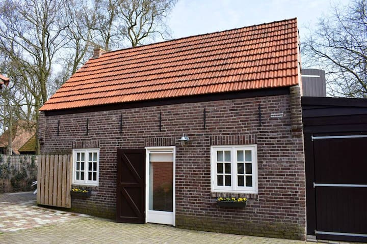 De Noodwoning (Privéhuis/Private house)