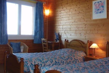 chambre entre vigne et montagne - Bed & Breakfast