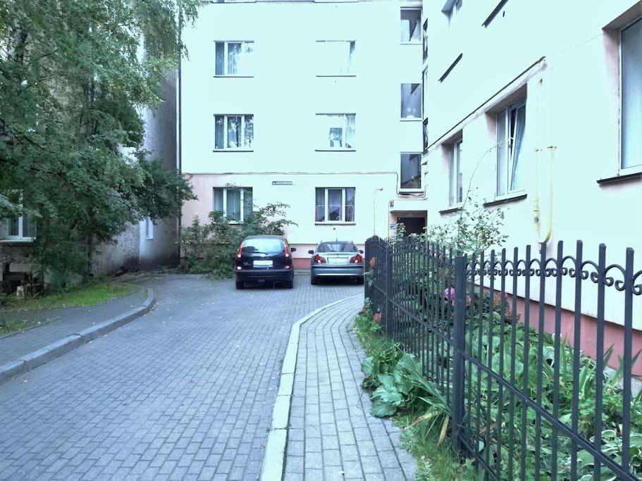 Парковка (двор)