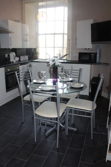 Kitchen-dining room with flat-screen TV (and 2 seater sofa)