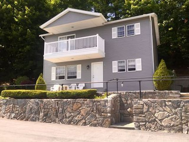 *Rental House In The HEART Of Lake George Village*