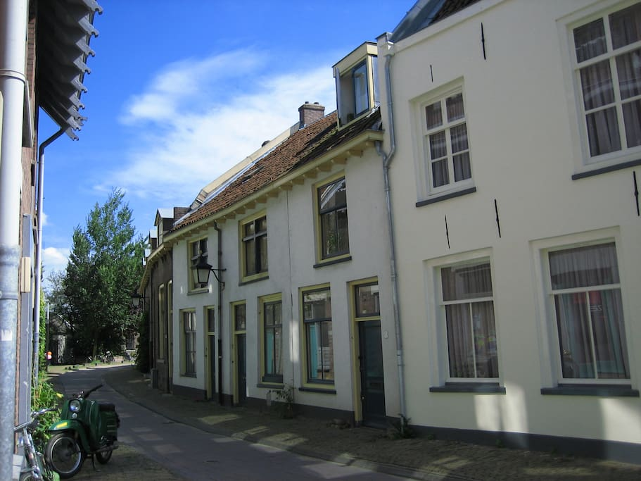Very charming monumental townhouse (second house from the right) in a quiet street central city