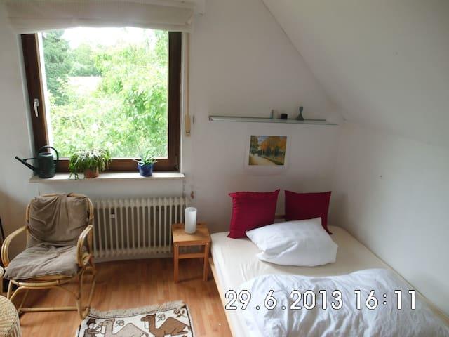 Gemütliches Zimmer - ruhig und stadtnah - Bielefeld - Island