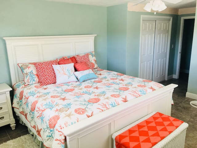 #4 ROMANTIC & ROOMY MASTER BR PLACE IN THE SUN!