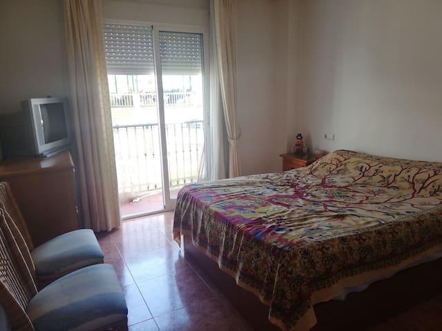 Gran habitación en el centro de Benalmádena