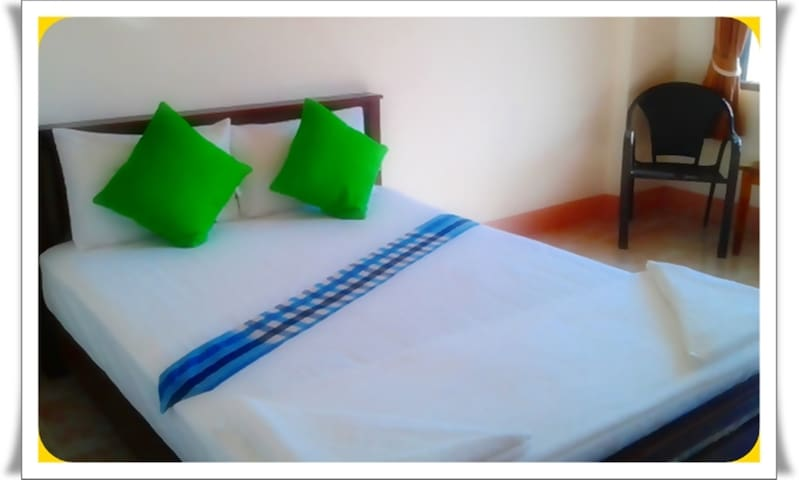 BanPunmanus*bed/private bath & wifi - Pak Nam - Apartment