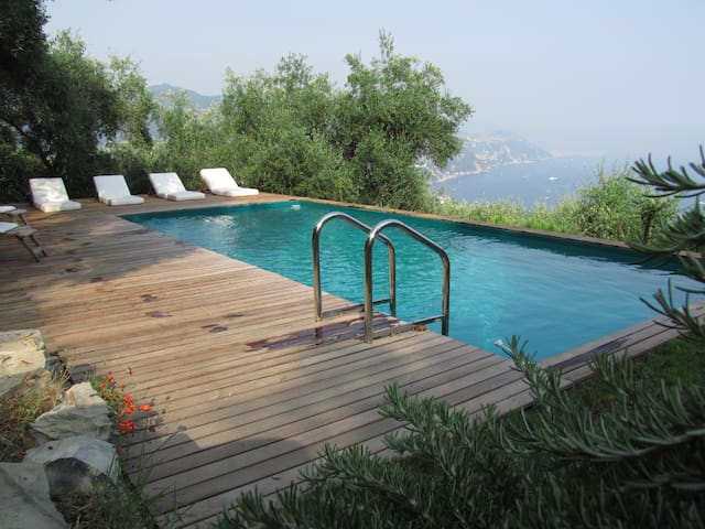 CHARMING APARTMENT VILLA WITH POOL - Rapallo - Hus