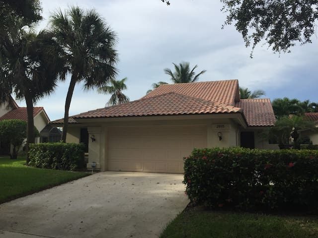 Bear Lakes CC Area House in WPB