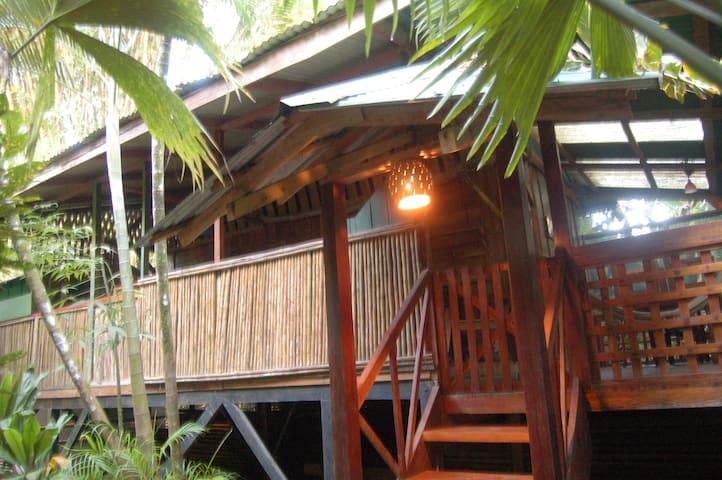 Yemanya lodge, junglebeach rustic house - Playa Chiquita - Kabin