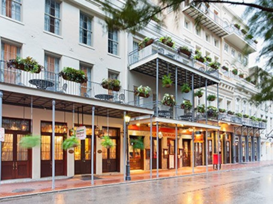 fantastic french quarter suite villas for rent in new orleans louisiana united states. Black Bedroom Furniture Sets. Home Design Ideas