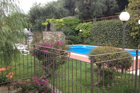 apartment with pool 2km to the sea - Civezza