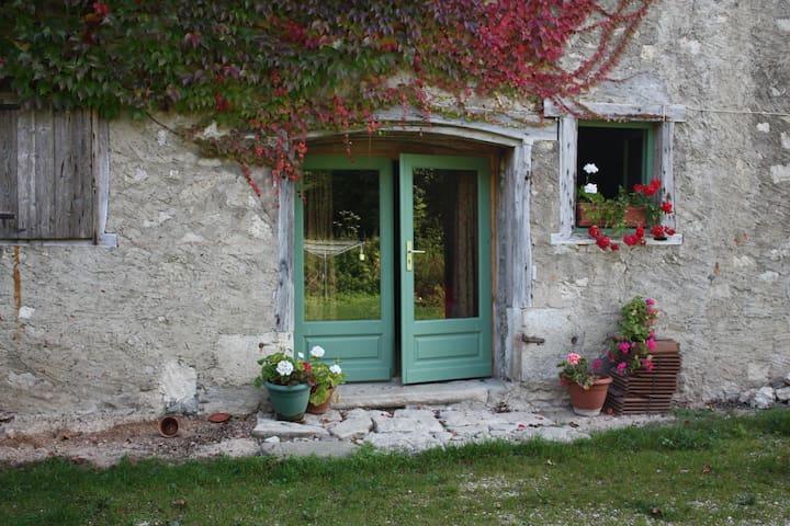 Jolie Bergerie Renovée,  Aiguebelette
