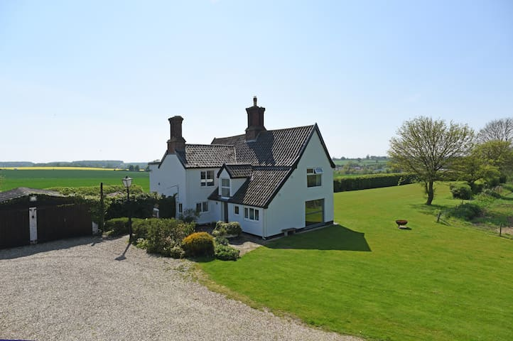 Stunning 17th Century Farmhouse, with superb views - Framlingham - Casa