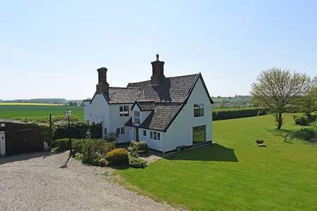 Stunning 17th Century Farmhouse, with superb views - Framlingham