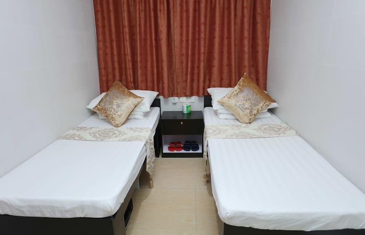 Independent private room. 2 double bed room