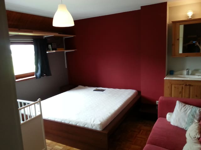 PRIVATE ROOM  Flo @ 4KM  Leuven - Herent - Bed & Breakfast