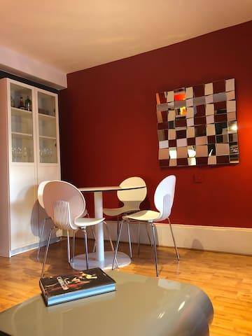 Sitting room III - Dining area