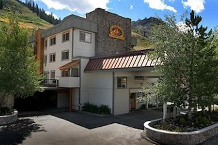 Squaw Valley 1br - Red Wolf Lodge - Apartment