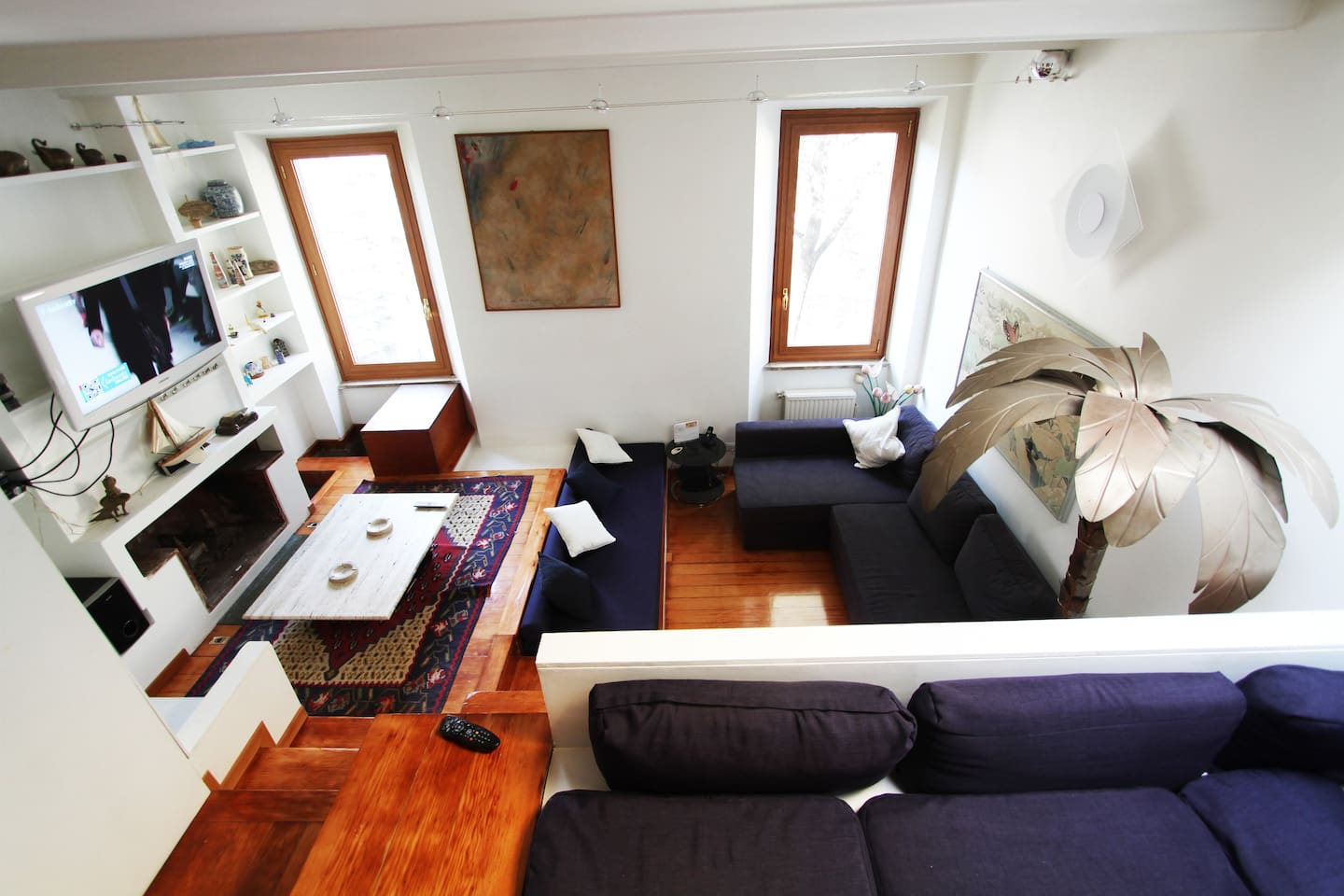 Living Area with lcd tv, sky  (cable tv) and great view on Piazza Trilussa.