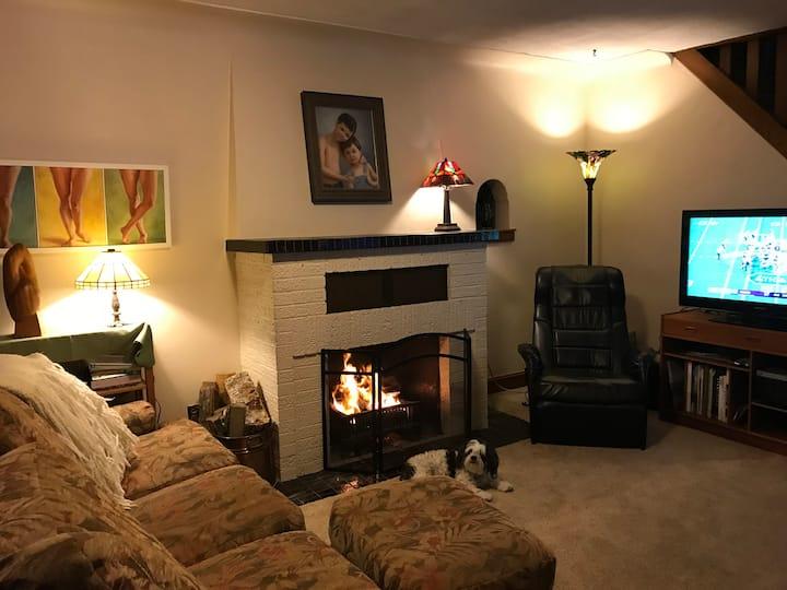 2 rooms near lake & trails, environmentally aware